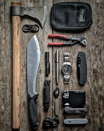 EDC-Flatlay-Watch-AVI-8-Flybooy
