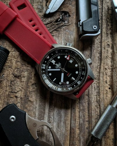 what are some good watches for hiking
